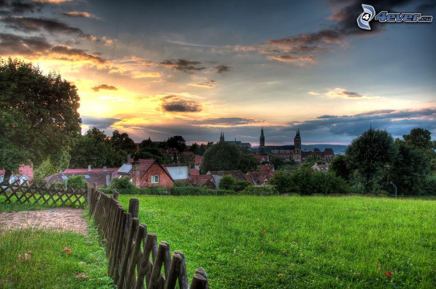 wioska, drewniany płot, wschód słońca, HDR