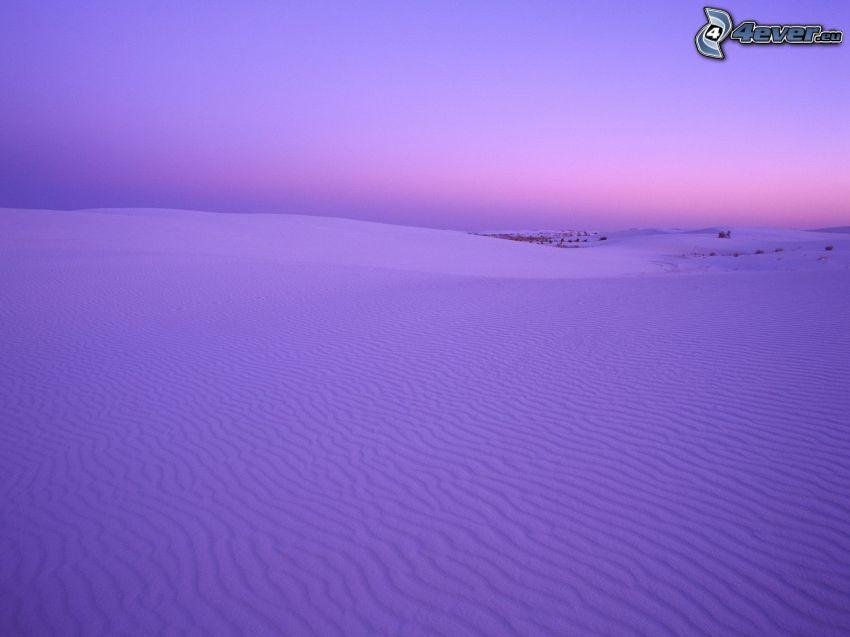 zaśnieżona łąka, fioletowe niebo