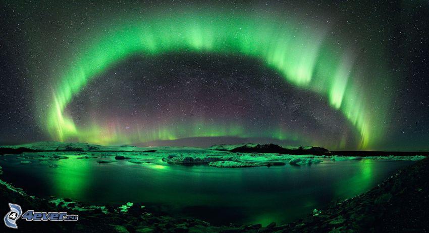 zorza polarna, gwiaździste niebo, rzeka