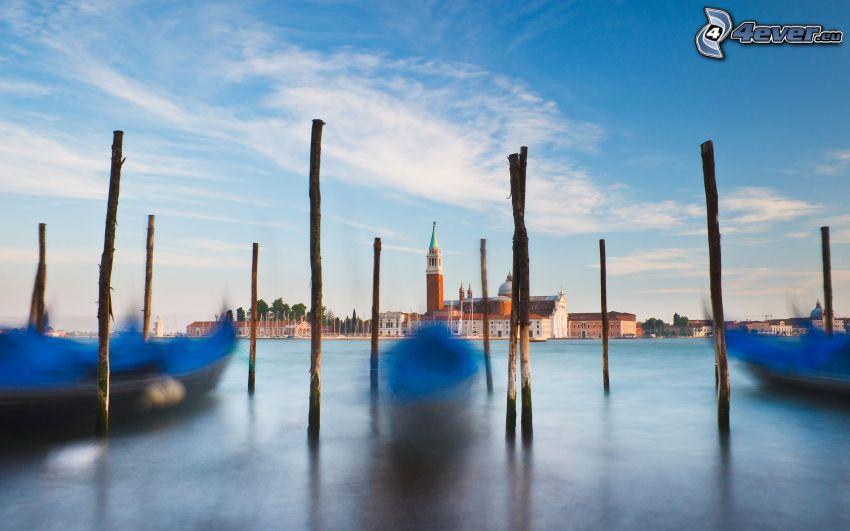 rzeka, drewno, łódki, kościół