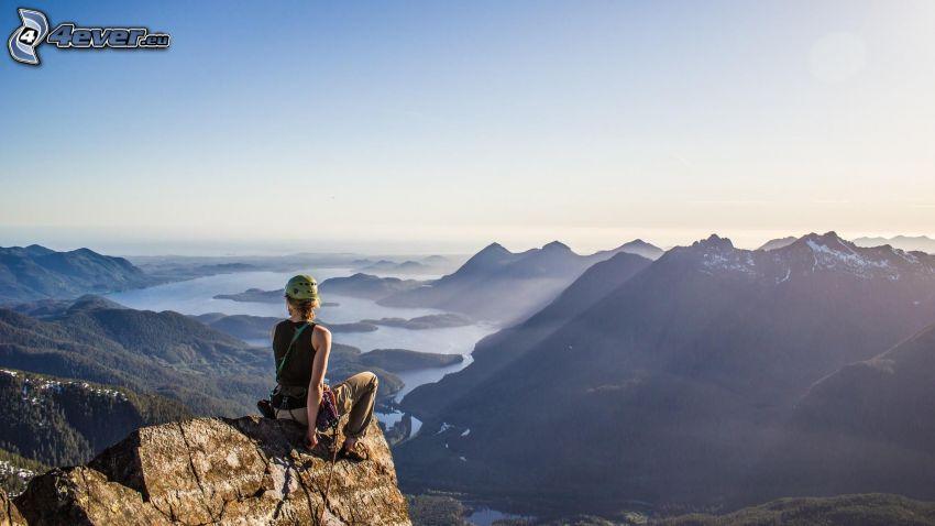 alpinista, pasmo górskie, rzeka, promienie słoneczne, widok
