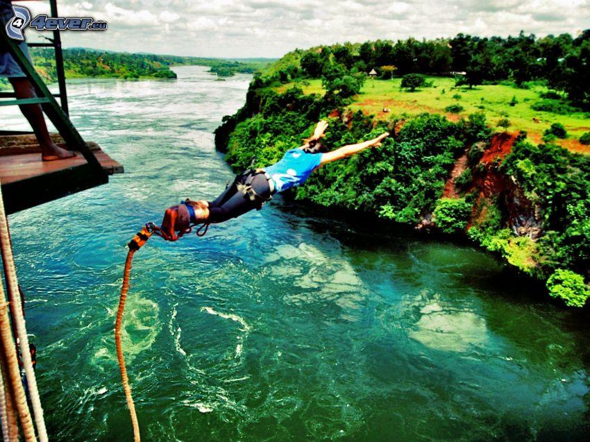 Bungee jumping, rzeka, rafa, las