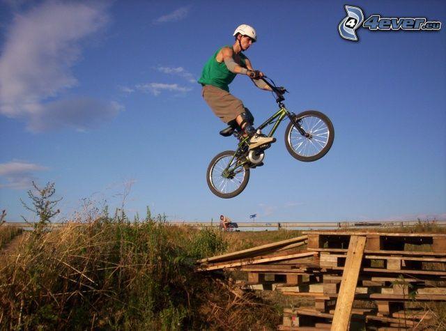 skok na rowerze, BMX