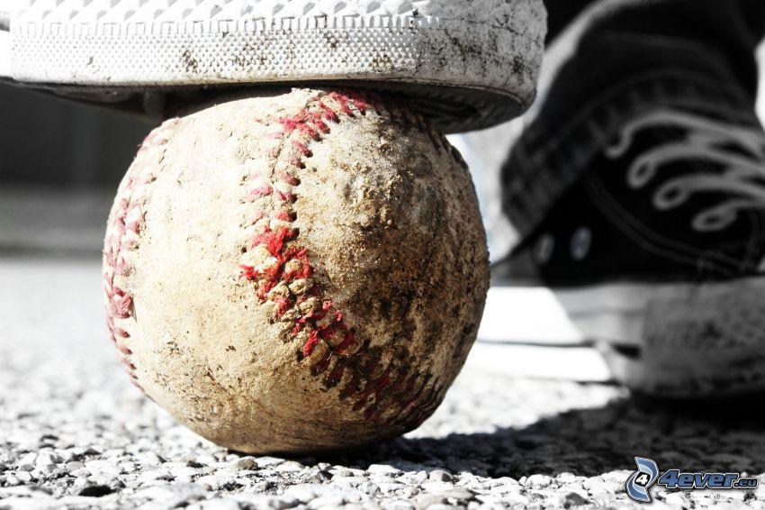 piłeczka baseballowa, tenisówki