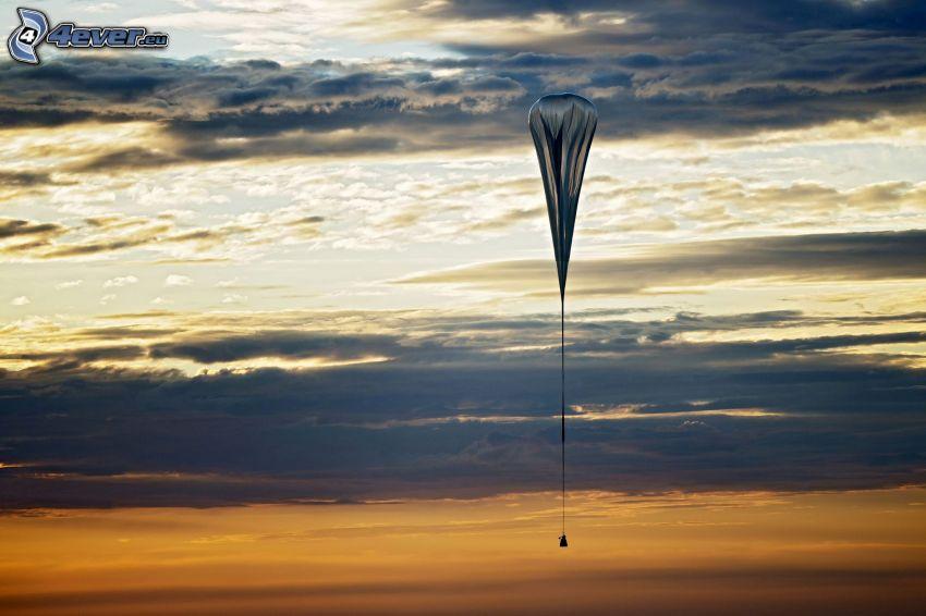skydiving, zachód słońca, chmury