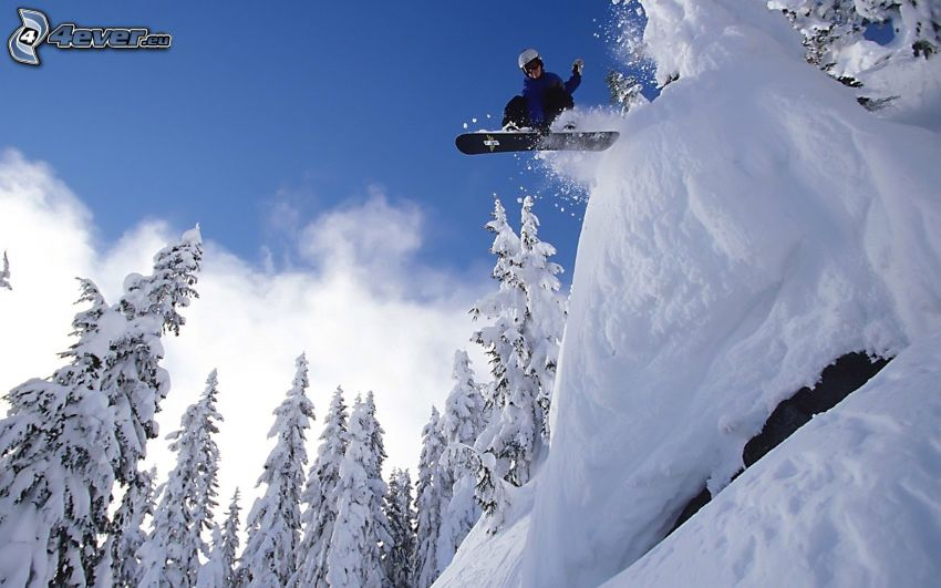 extremalne snowboardowanie, adrenalina, zaśnieżony las