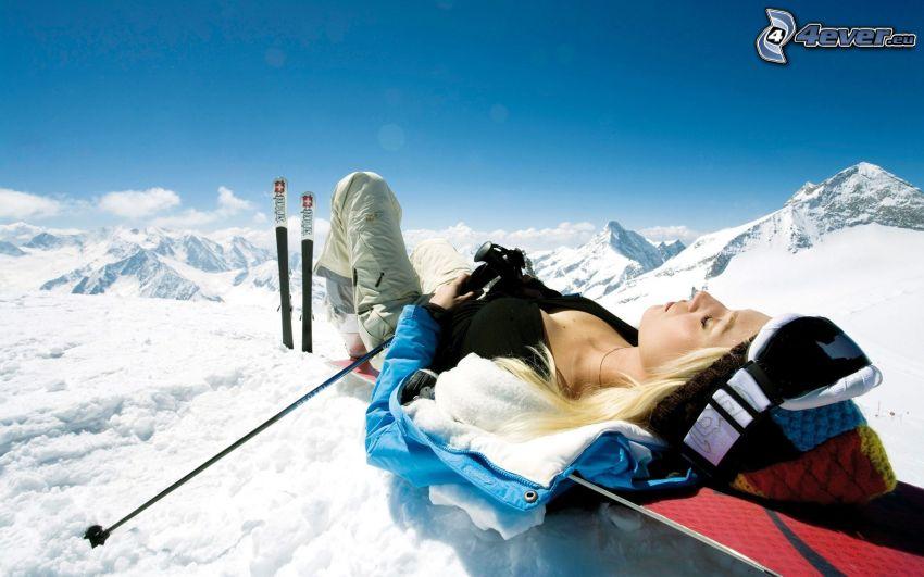 odpoczynek, narciarstwo, sportsmenka, góry, opalanie się