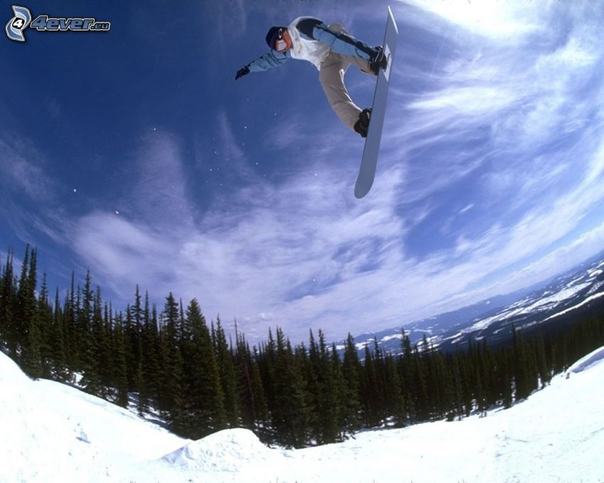 skok snowboardowy, adrenalina, śnieg, las iglasty, chmury