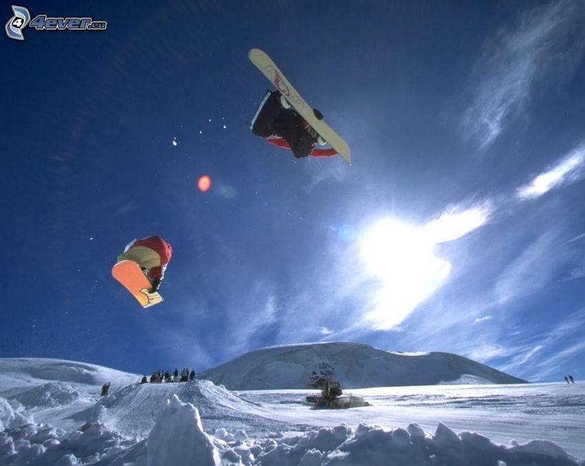 skok snowboardowy, snowboardziści, rampa, ratrak, adrenalina