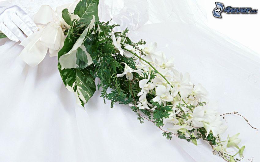 bukiet ślubny, białe kwiaty