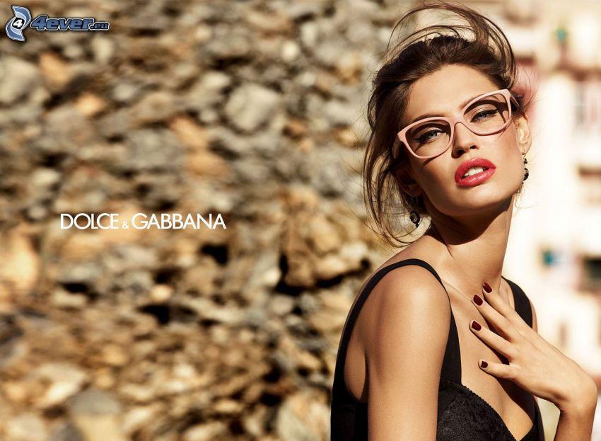 Dolce & Gabbana, brunetka, okulary