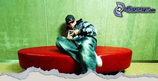 Miky Mora, hip hop, sofa
