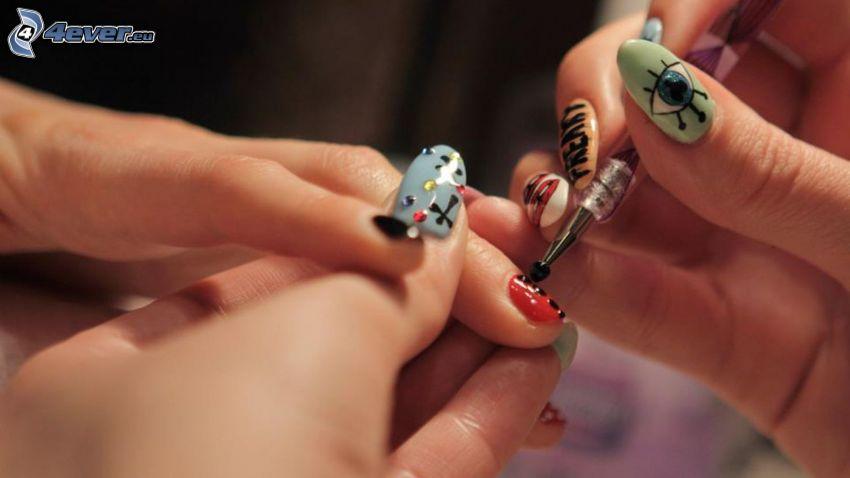 malowanie paznokci, pomalowane paznokcie