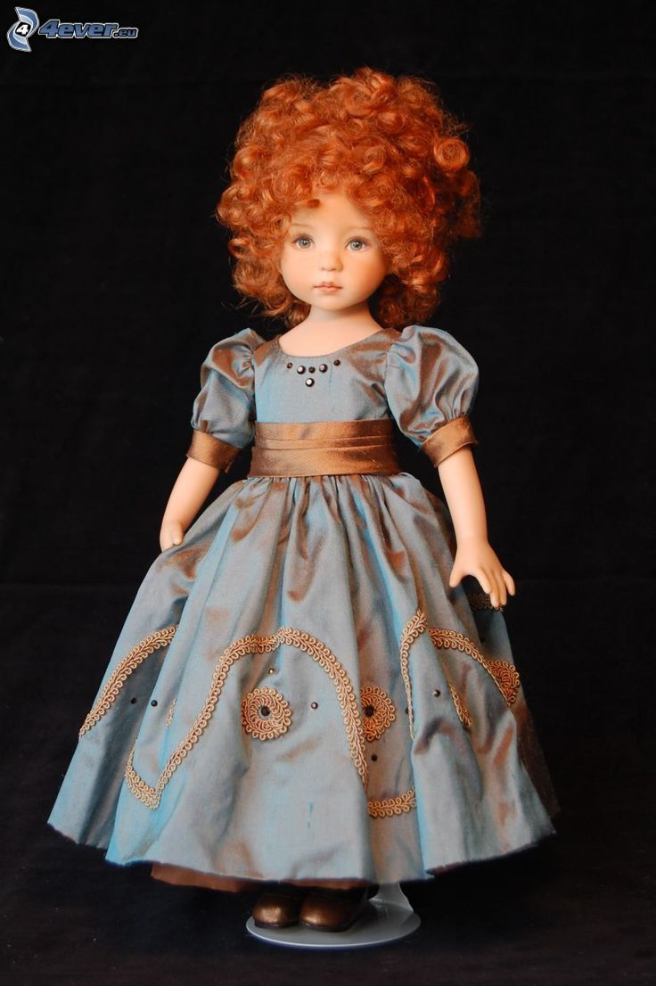 porcelanowa lalka, niebieska sukienka, rudowłosa
