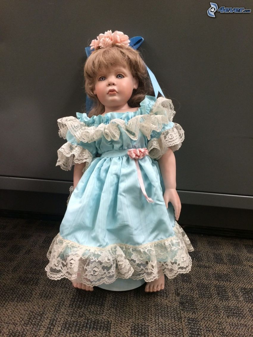 porcelanowa lalka, niebieska sukienka