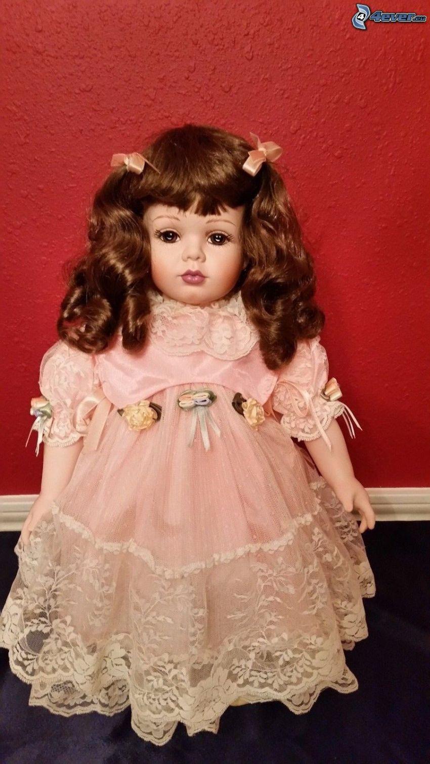 porcelanowa lalka, różowa sukienka