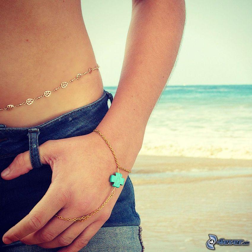 bransoletka, ręka, dżinsy, plaża, morze otwarte