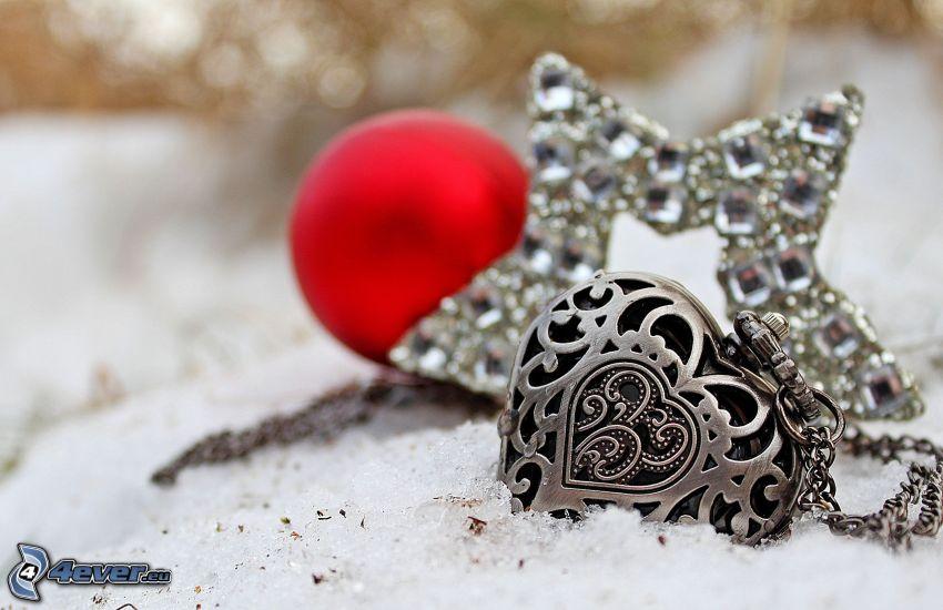 srebrny wisiorek, serduszko, gwiazda, śnieg