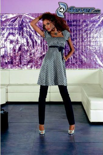 sukienki, spodnie, sofa
