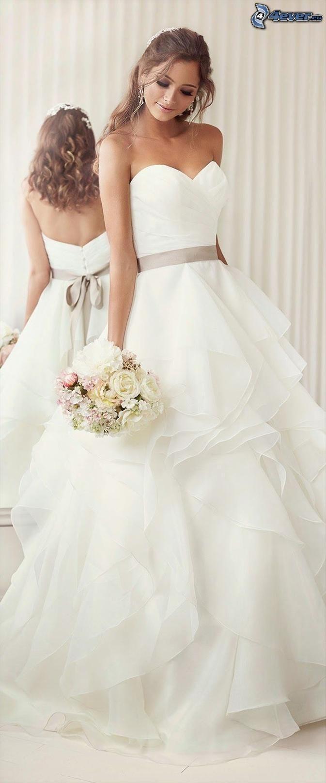 suknia ślubna, panna młoda, bukiet ślubny