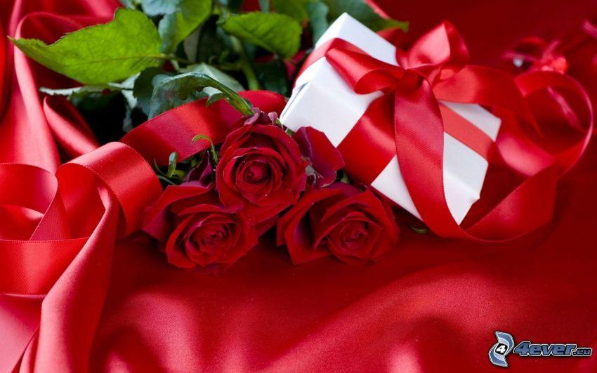 czerwone róże, prezent, wstążka, czerwony materiał