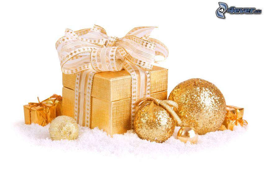 prezent, bombki choinkowe, śnieg