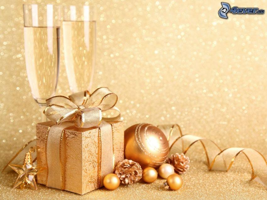 prezent, bombki choinkowe, wstążka, szampan
