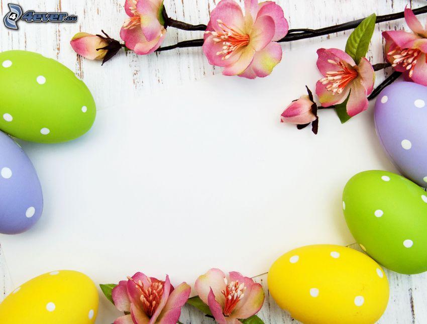 wielkanocne jajka, kwitnące gałązki