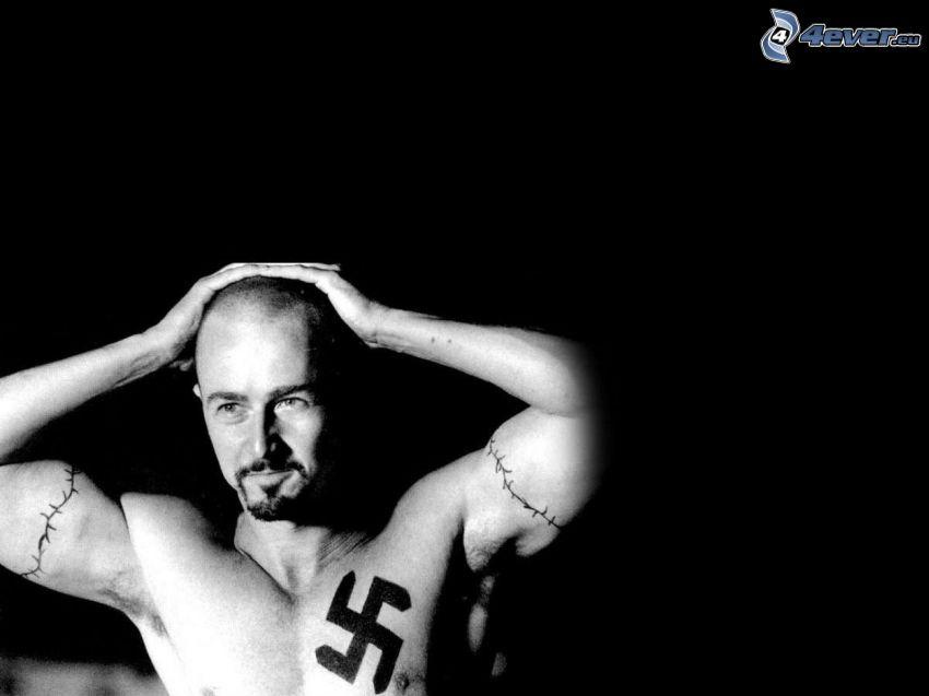 American History X, mężczyzna z tatuażami, swastyka