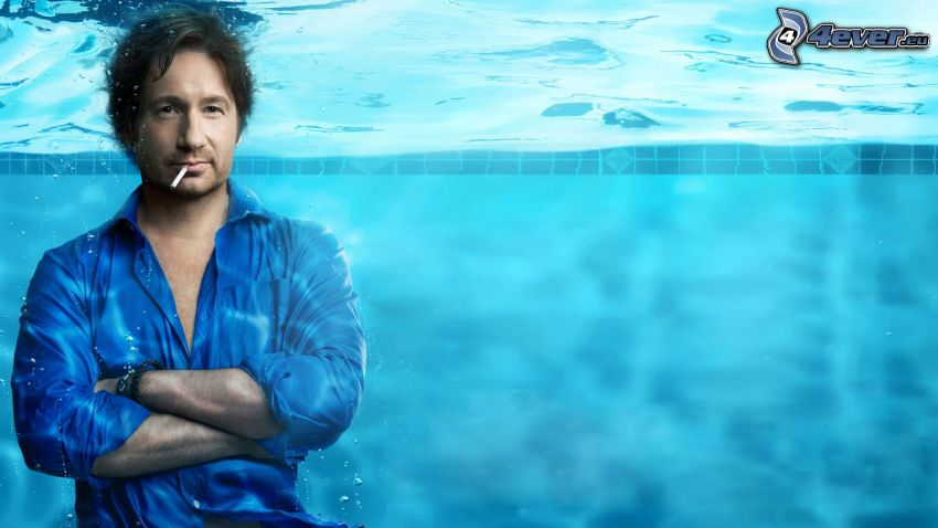 Hank Moody, Californication, facet w basenie, woda
