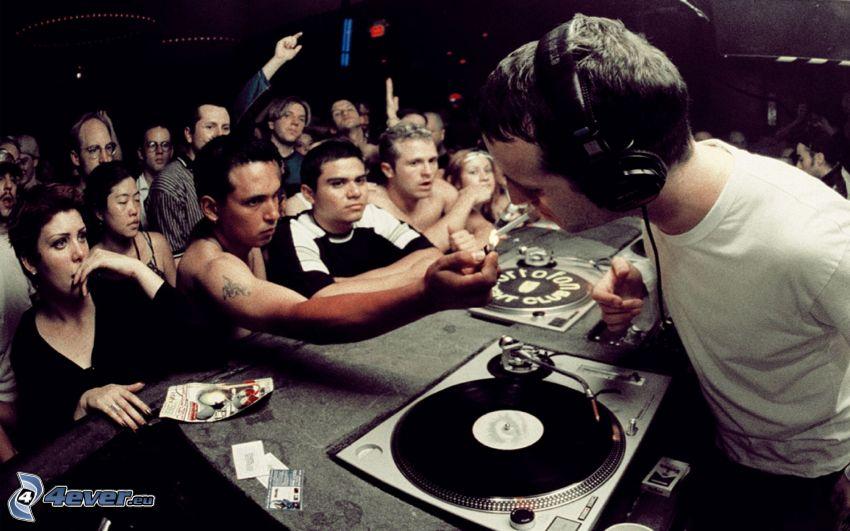 DJ, dyskoteka, papieros