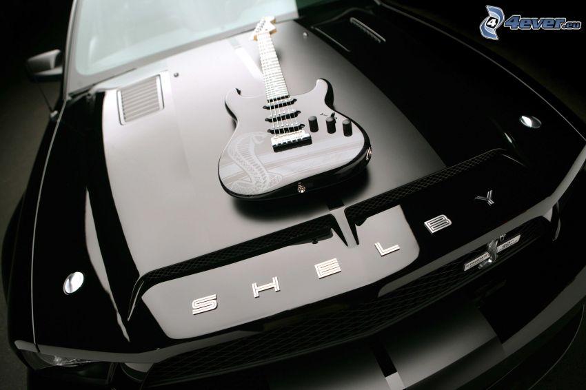 elektryczna gitara, Ford Mustang Shelby, czarno-białe zdjęcie