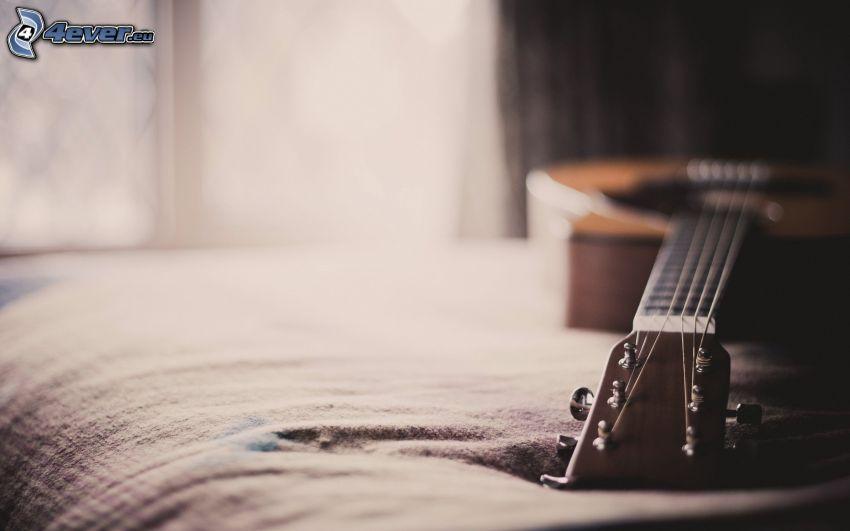 gitara, łóżko