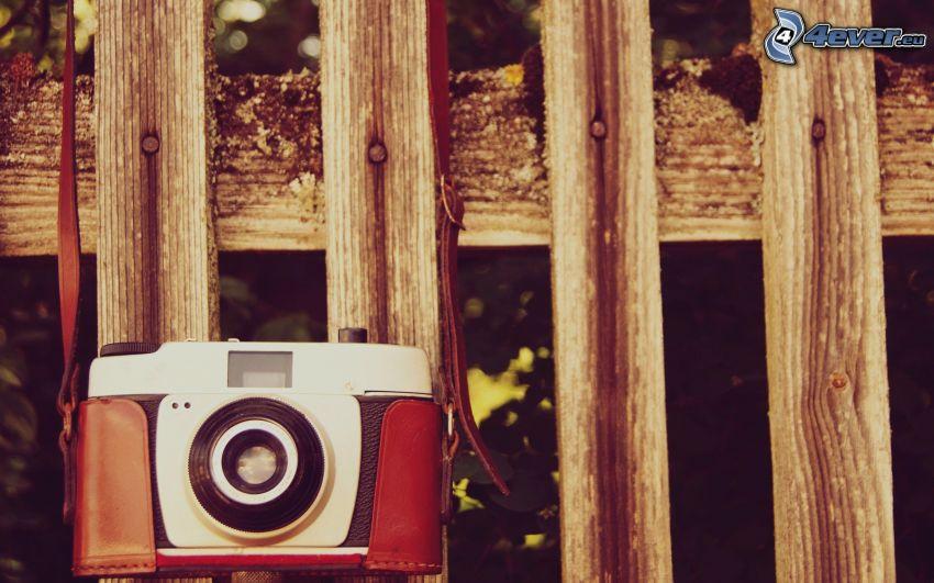 aparat fotograficzny, drewniany płot