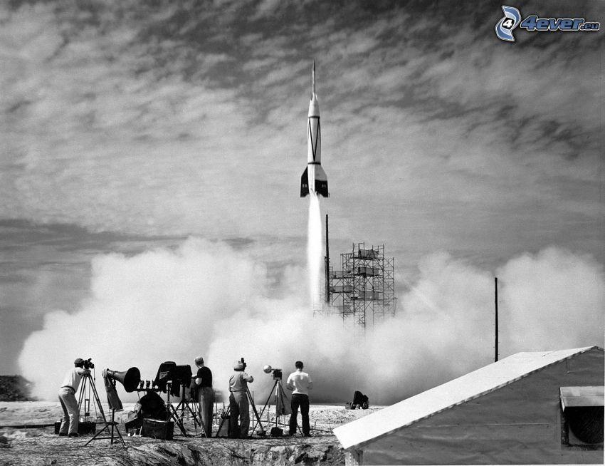 V2, pocisk rakietowy, start rakiety, czarno-białe zdjęcie