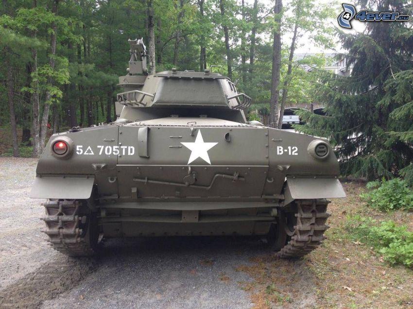 M18 Hellcat, czołg, las