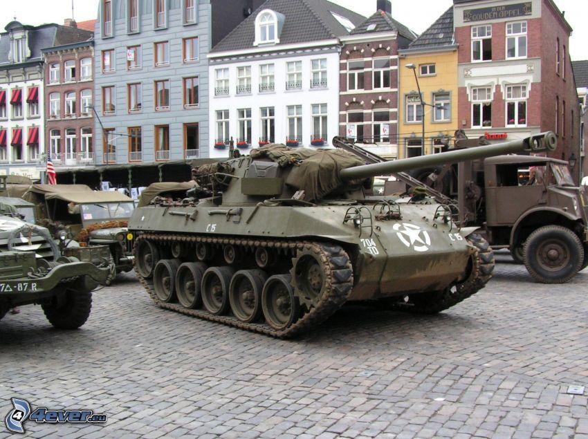 M18 Hellcat, plac, sprzęt wojskowy