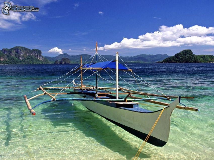 łódź na morzu, lazurowe morze