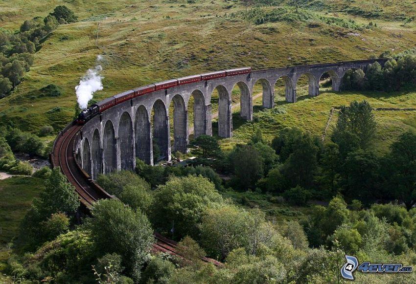 Glenfinnan Viaduct, Szkocja, pociąg parowy, most kolejowy