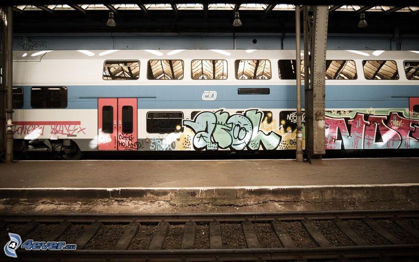 pociąg, stacja kolejowa, tory kolejowe, graffiti