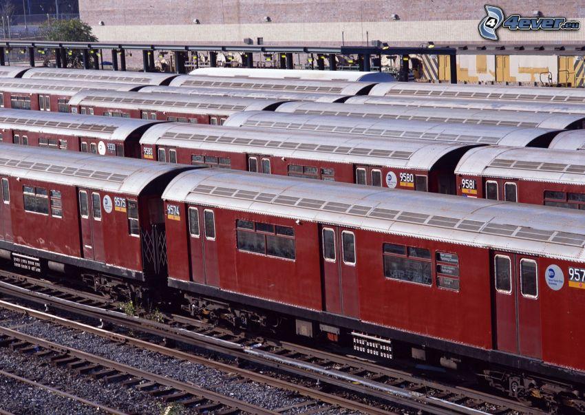 pociąg, tory kolejowe, stacja kolejowa