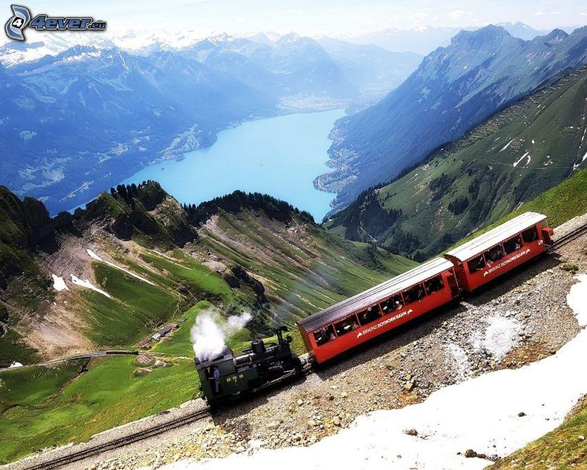 pociąg parowy, góry, górskie jezioro