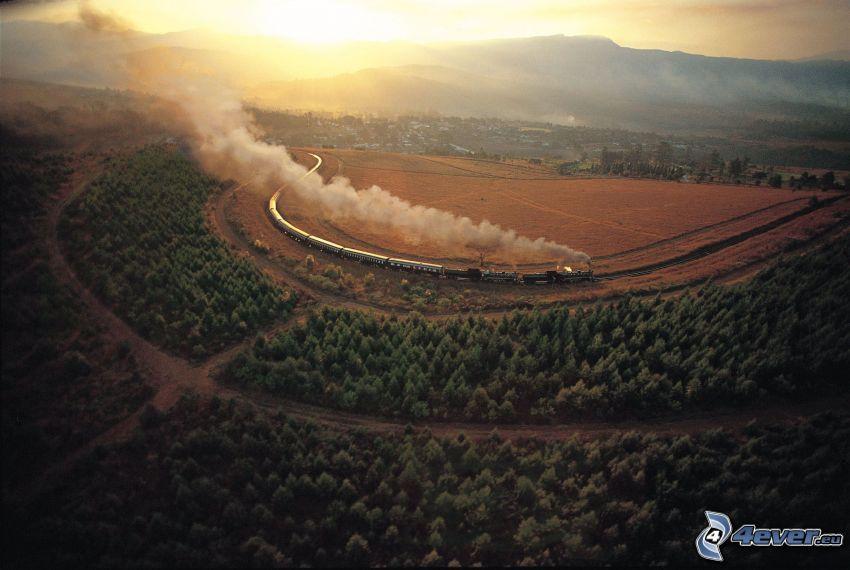 Rovos Rail, pociąg parowy, widok z lotu ptaka, kolej żelazna, las