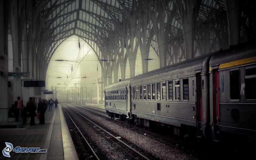 stacja kolejowa, pociąg