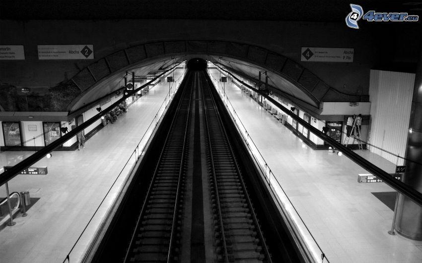 stacja metra, tory kolejowe