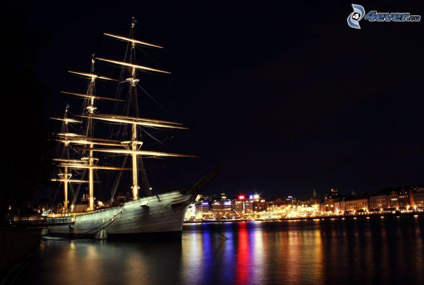 statek, miasto nocą