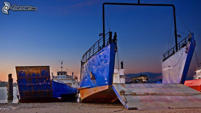statek, port