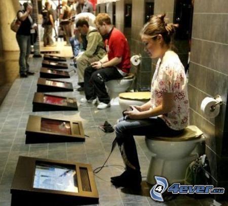 WC, gracze, gra komputerowa