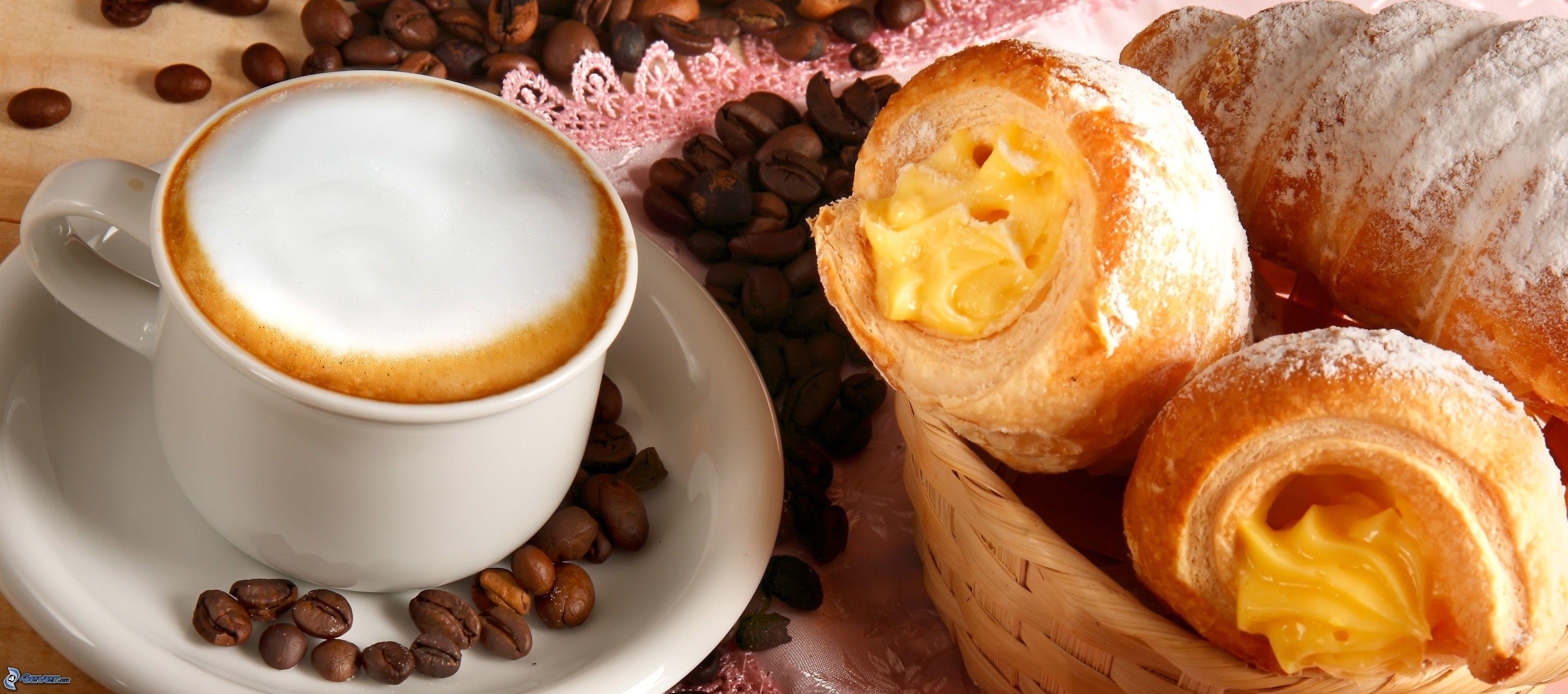 http://4everstatic.com/obrazki/jedzenie-i-picie/sniadanie,-filizanka-kawy,-rogale-200622.jpg