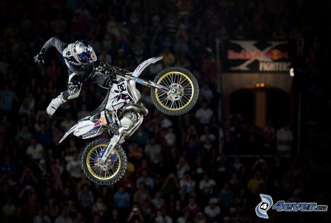 motorkár, motorka, skok, diváci
